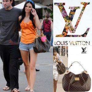 🌸Gorgeous Shoulder Bag by Louis Vuitton🌸